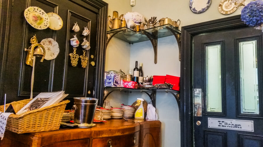 Vintage Feeling at The Butterfly & The Pig in Glasgow, Scotland | The Travel Tester